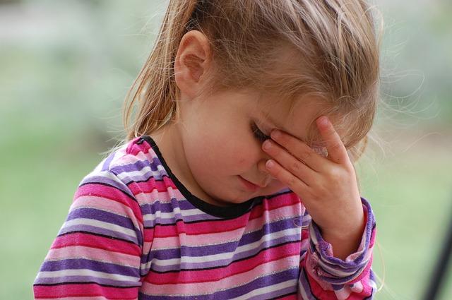 どうして生理前になると頭痛がするのか?